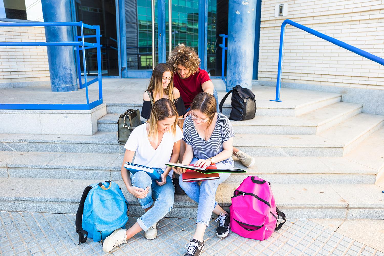 Okul Yolu Düz Gider