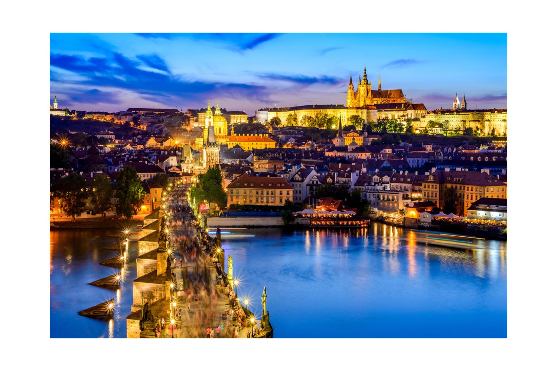 Prag Sokakları; Gündüzleri Taze, Geceleri Kurutulmuş Nane Renginde