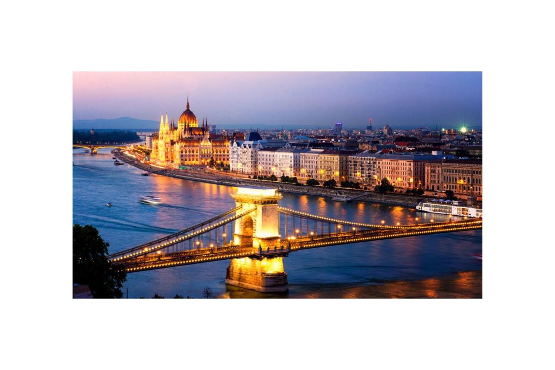 Budapeşte Sokaklarında Sevgililer Serçe ve Güvercinleri Barıştırır