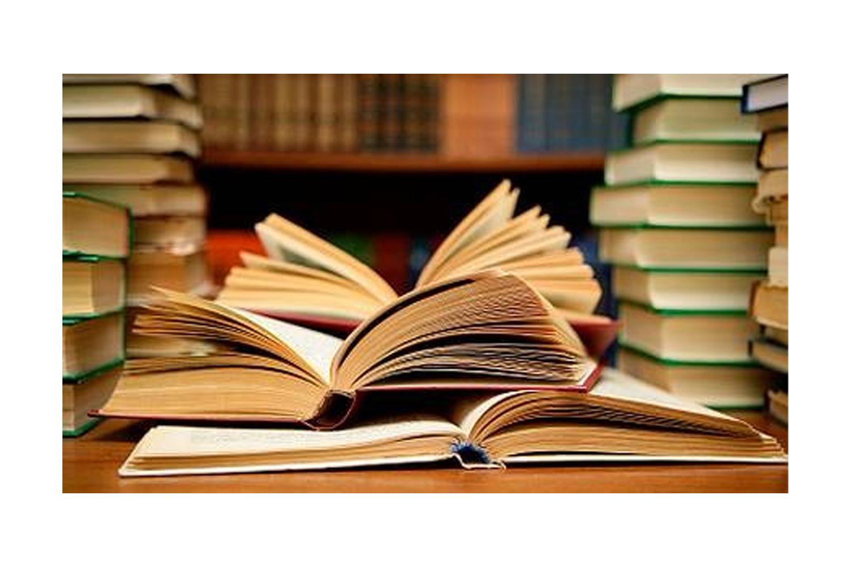 Evler Kitaplara Dar, Hayat ise Her Şeye