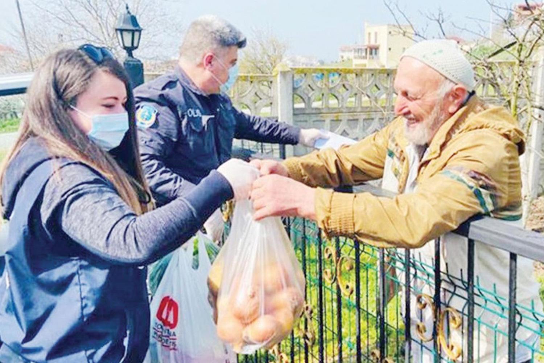 Türkiye Dünyanın Aksine Büyüklerini Koruyarak