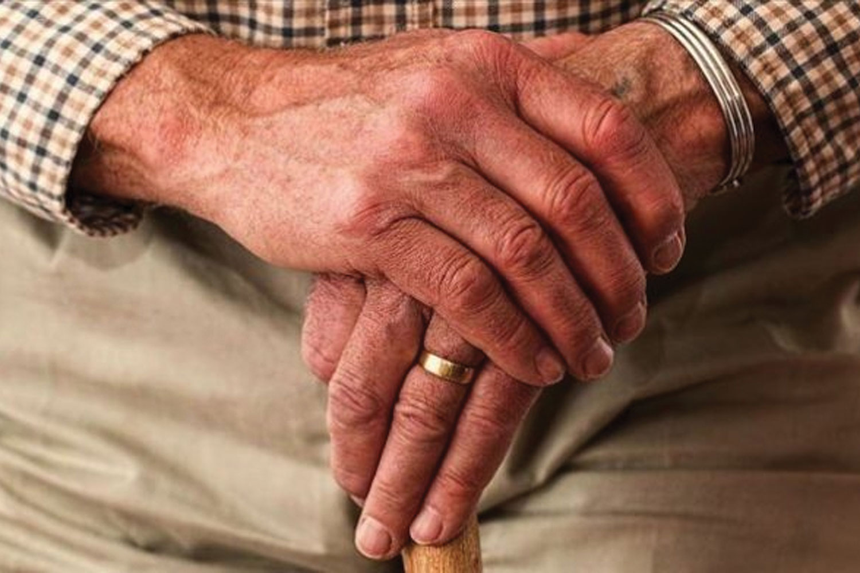 60 yaş üstü her 6 kişiden biri istismardan muzdarip