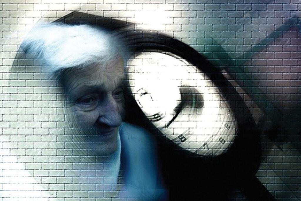 Günümüzde yaygın olarak karşılaşılan Alzheimer hastalığının teşhisi, hastalığın seyri ve tedavi süreci açısından büyük önem taşıyor.Alzheimer Hastalığı ve