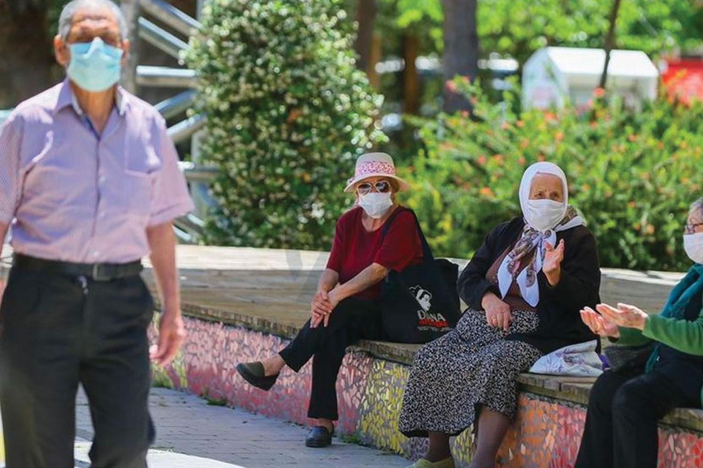 Sözcü yazarı Turan: Kendi beceriksizliklerini örtmek için yeni yasaklar dönemi başlatıyorlar ama sadece 65 yaş üstü için…