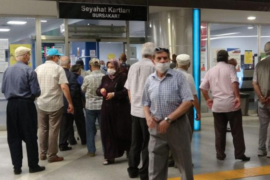 65 yaş üzeri vatandaşlar grubundan yasaklara tepki: Yeter, salgın bize ayrımcılık yaparak göğüslenemiyor