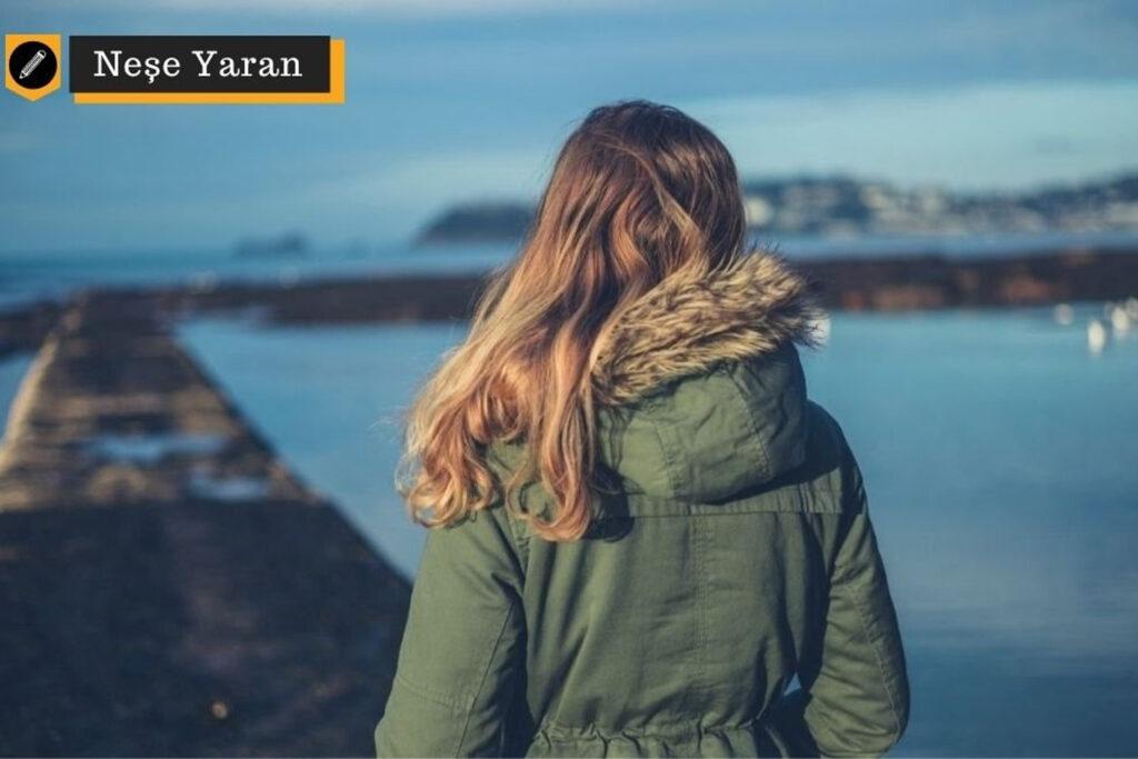 """Covid-19 salgınıyla birleşen kış, Japonların """"ruh üşümesi"""" dedikleri """"mevsimsel depresyon"""" tehdidini daha da yükseltiyor. Gün ışığında yürüyüşler, sağlıklı beslenme, düzenli uyku ve sanal bağlantılar depresyonla baş etmekte önemli yollar."""