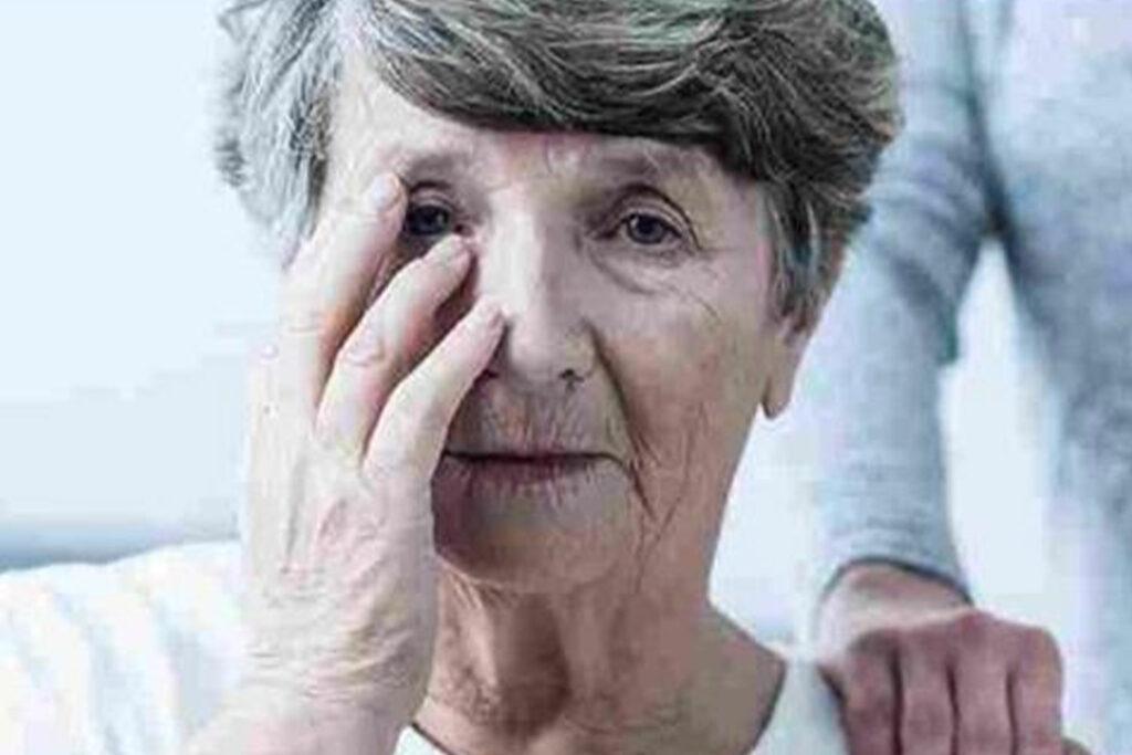 Unutkanlığın Nedeni Alzheimer mı, Yaşlılık mı?